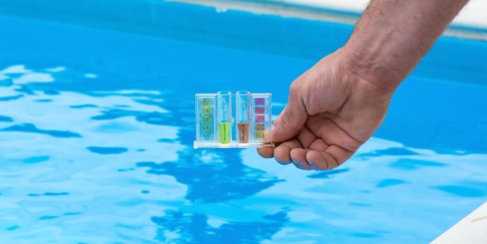 Pool chemicals 101 - pH testing